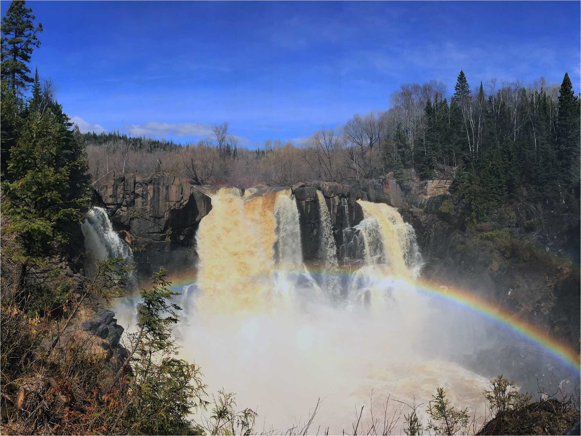 visitor guide to minnesota s north shore of lake superior