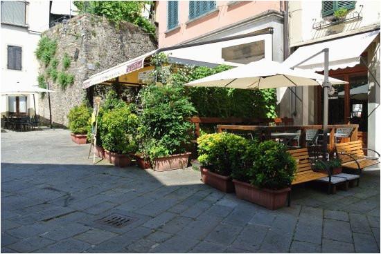 terrasse auf dem netten platz picture of l osteria barga