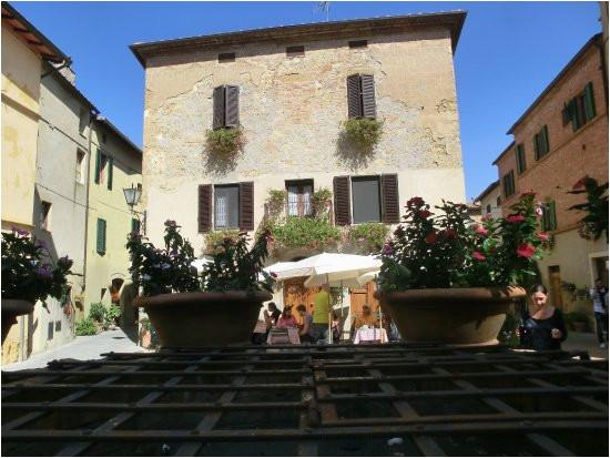 piazza di spagna e sette di vino picture of sette di vino pienza