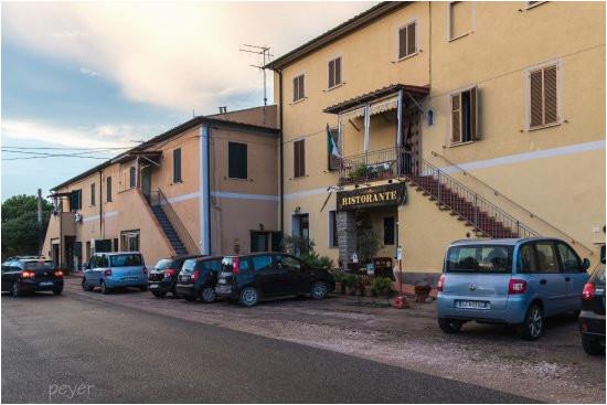 das il tiramestoli ist in einem toskanischen landhaus integriert