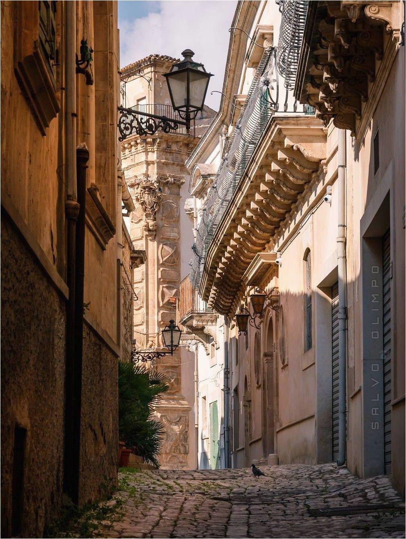 scicli light street en 2019 italy travel ragusa sicily y italy