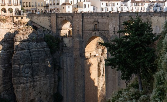 puente nuevo ronda bridge that connects old and new cities