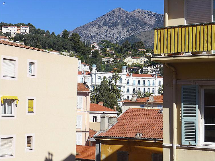 1 bedroom apartment with air con and walk to beach shops 5052032