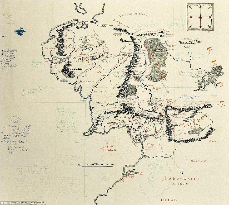 die klassische karte von mittelerde mit handschriftlichen notizen