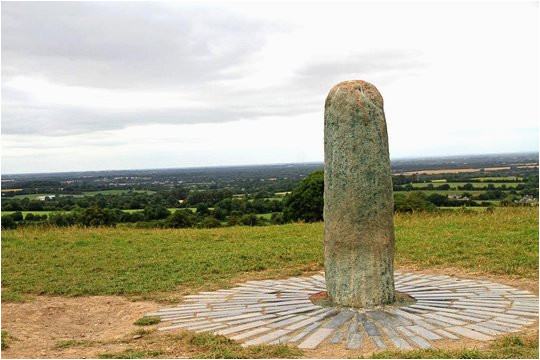 small group day trip to the boyne valley from dublin newgrange and hill of tara